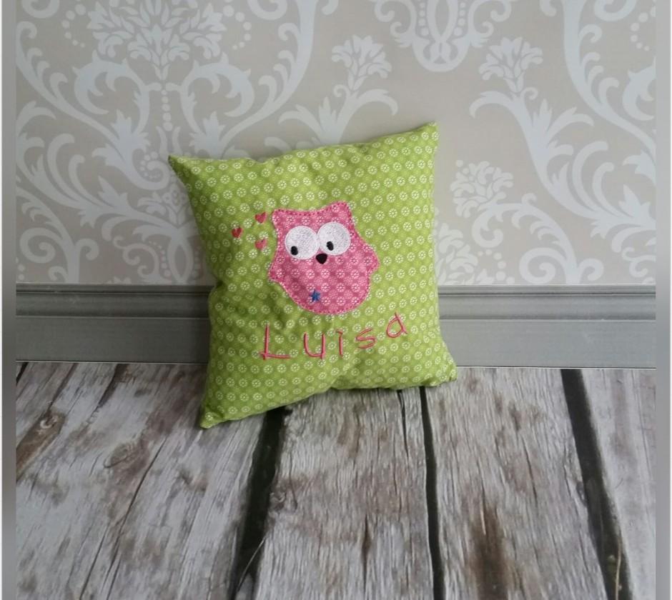 eulen kissen mit wunschname hellgr n pink emilias traumwerkstatt. Black Bedroom Furniture Sets. Home Design Ideas