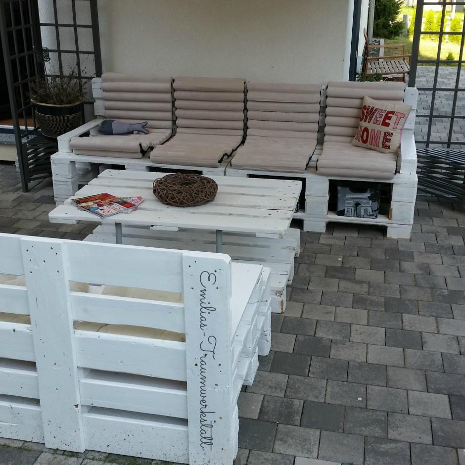 gartentisch couchtisch vintage weiss palettentisch emilias traumwerkstatt. Black Bedroom Furniture Sets. Home Design Ideas